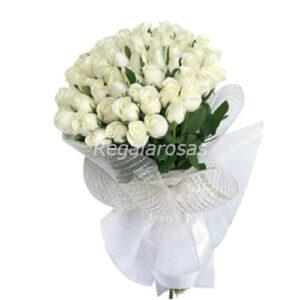 ramo circular con 50 rosas blancas a domicilio en santiago