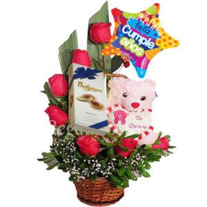 arreglo media luna rosas rojas de cumpleaños a domicilio en santiago