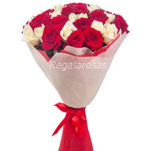 ramo circular con 25 rosas rojas y 25 rosas blancas a domicilio en santiago