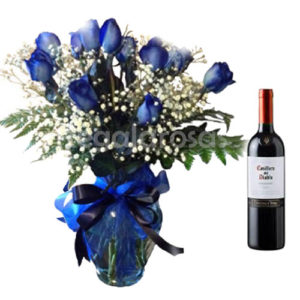 Regala Rosas Azules con vino para ellos