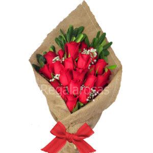 ramo extendido con 25 rosas rojas a domicilio en santiago