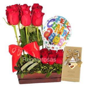 Arreglo con 12 rosas rojas ecuatorianas cumpleaños a domicilio en santiago