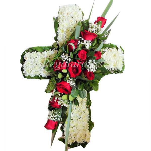 Cruz con rosas rojas maules blancos a domicilio en santiago
