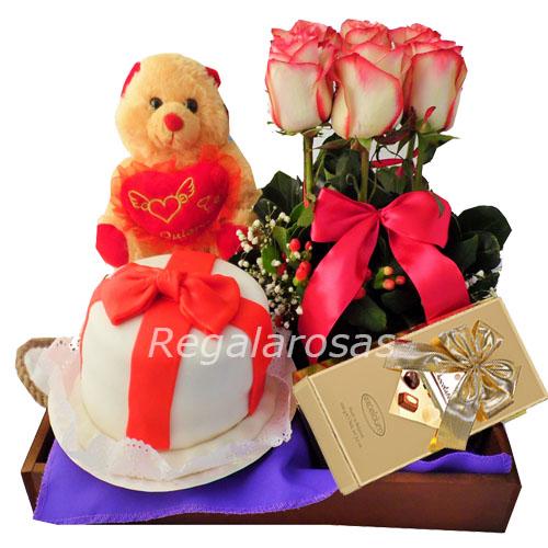Bandeja con rosas rojas peluche y torta de cumpleaños a domicilio en santiago
