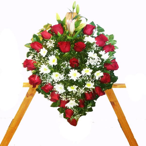 Corona con rosas rojas maules liliums a domicilio en santiago