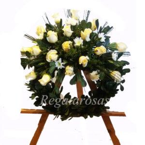 corona circular rosas blancas a domicilio en santiago