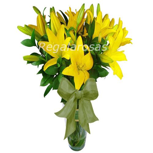 Florero con 10 varas de liliums amarillos cumpleaños a domicilio en santiago
