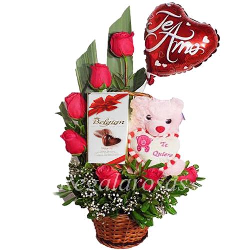 Arreglo Media Luna Rosas Rojas y chocolate a Arreglo Media Luna Rosas Rojas Amor Regala Rosas a domicilio en santiago