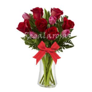 Florero con 12 Rosas Rojas y Tulipanes a domicilio en santiago