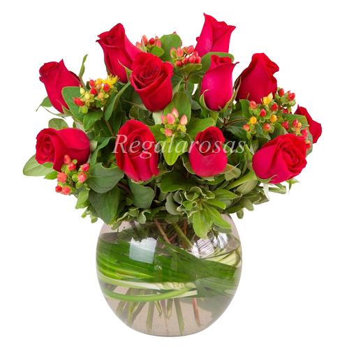 Florero con Rosas Rojas Feliz Dia Mama